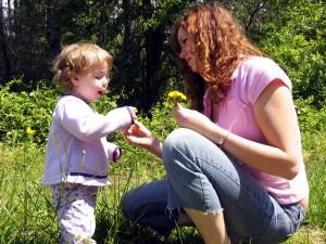 Child&LadyinGardin